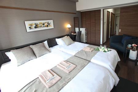 日本製:フラップテーブル 照明 コンセント 引出付ベッド