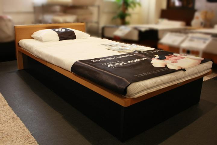 敷布団が使えるベッドの展示イメージ